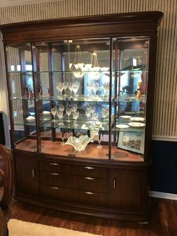 China Cabinet & Hutch w/ 6 chairs, table pad, table leaf - S