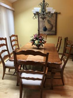 Nichols and Stone Dining Room Set with 6 Chairs and 2 Leaves